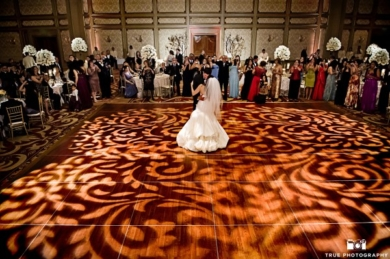 Lighting-Tempoe-Entertainment-Myriam-Luis-Custom-Floor-Lighting-Couple-Dance