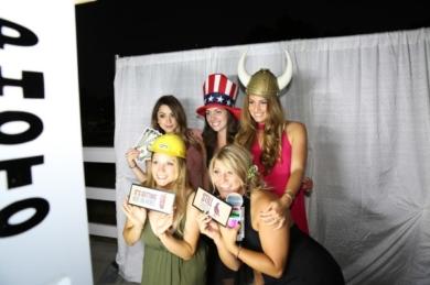 Photo-Booth-Tempoe-Entertainment-Ladies-Photo